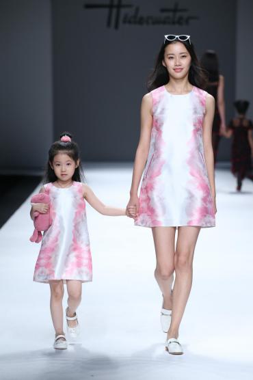 时代华语程安馨T台走秀小童模