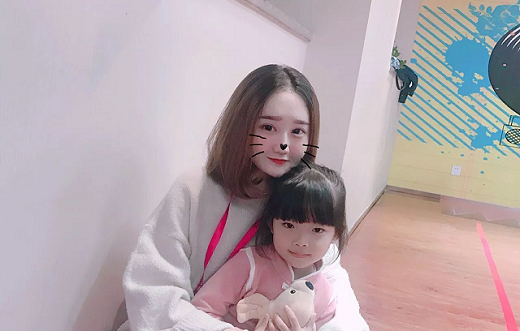 深圳时代华娱文化传媒公司黄贝岭分公司金牌模特老师肖冰怡
