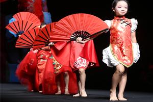 深圳时代华娱时代宝贝·良好的气质先从柔美的形体展现出来