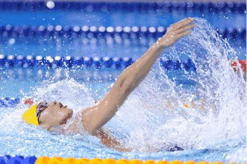 """中国选手徐嘉余以努力创造了雅加达亚运会游泳比赛的门票,以实力创造了4块金牌,也成就了自己本次亚运会仰泳项目""""三冠王""""。"""
