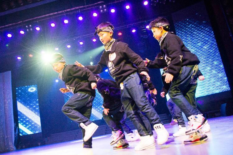 少儿街舞的好处有哪些?深圳时代华娱少儿街舞培训