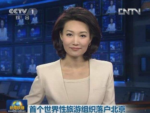 摘下头套教的新闻联播主持人李梓萌你如何培养主持人气质