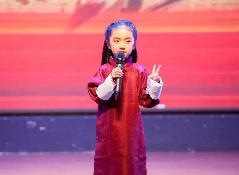 参加深圳少儿小主持人培训能够给孩子带来不一样的成长吗