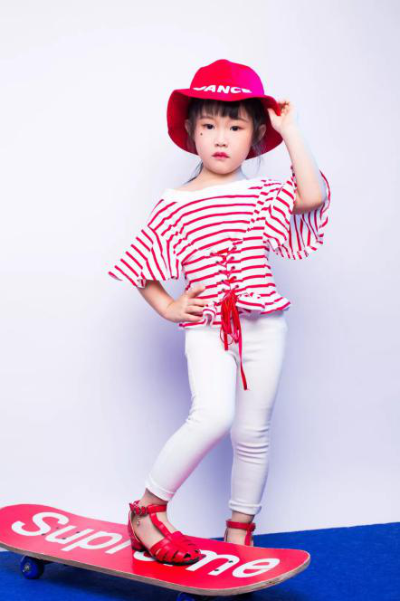 乖巧玲珑的小萌童——深圳时代华娱童装模特VIP艺员余夏阳