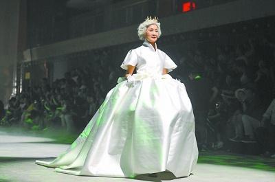 既是妈妈也是模特!平均年龄55岁,深圳儿童模特机构的老师都震惊了