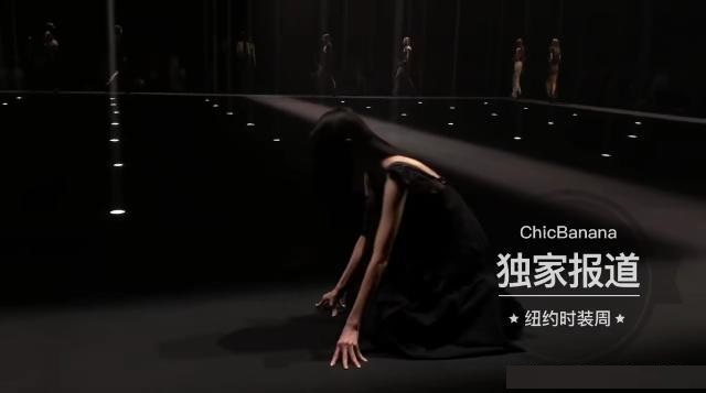 一场秀连摔三次,来自模特孙菲菲时装周事故!时代华娱表示这不应该